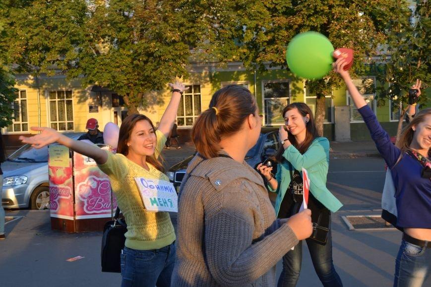 На улицах Кривого Рога предлагают обниматься всем желающим (ФОТО), фото-10