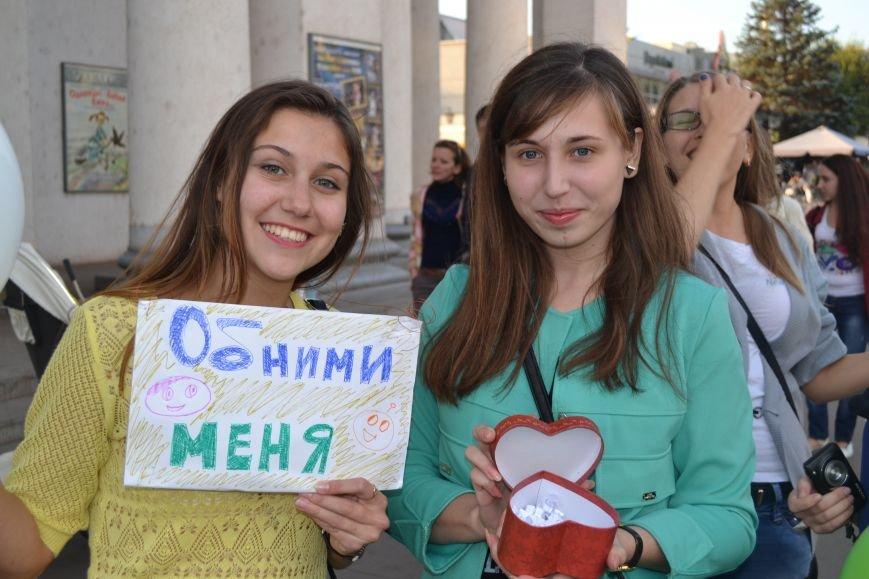 На улицах Кривого Рога предлагают обниматься всем желающим (ФОТО), фото-4