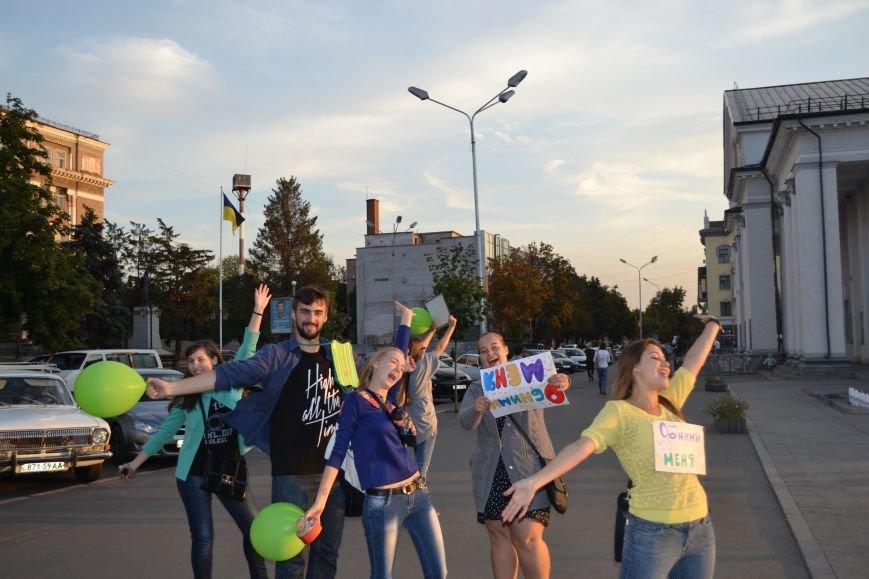 На улицах Кривого Рога предлагают обниматься всем желающим (ФОТО), фото-2