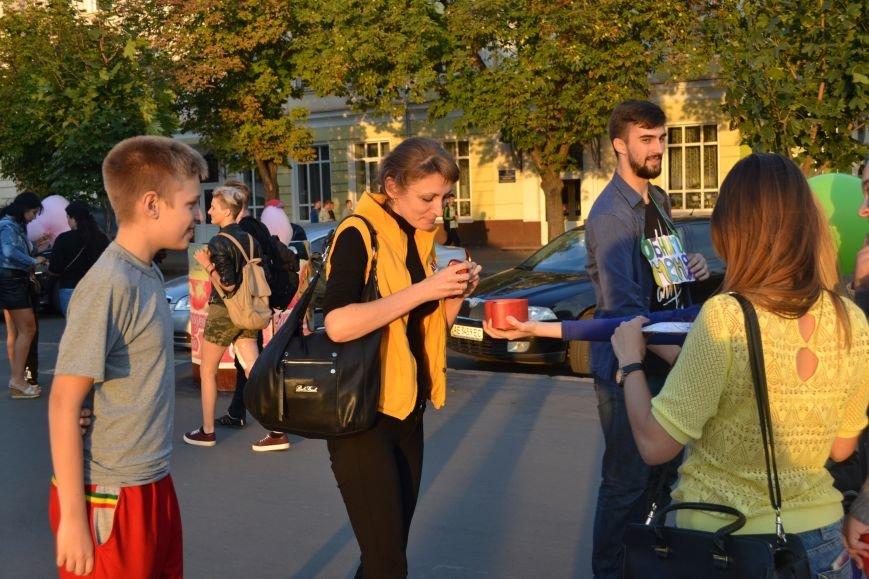 На улицах Кривого Рога предлагают обниматься всем желающим (ФОТО), фото-14