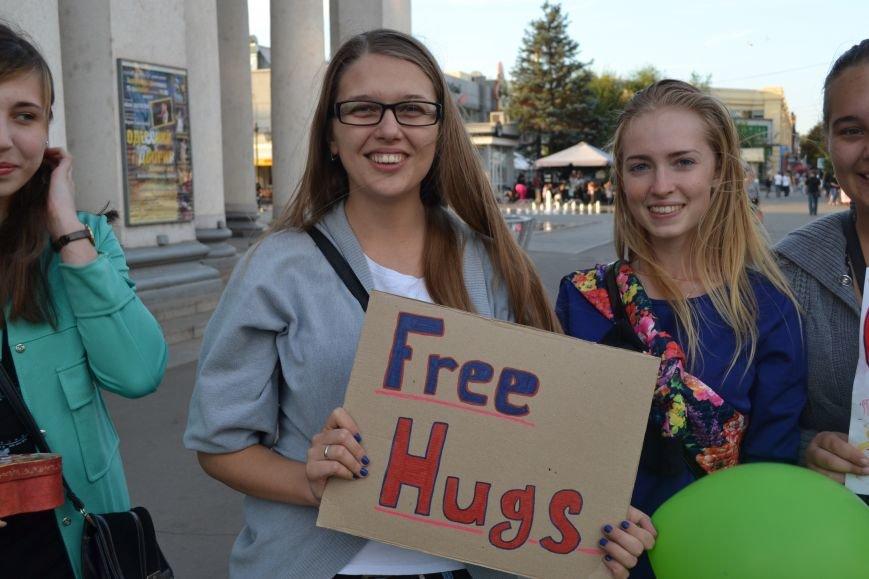 На улицах Кривого Рога предлагают обниматься всем желающим (ФОТО), фото-6