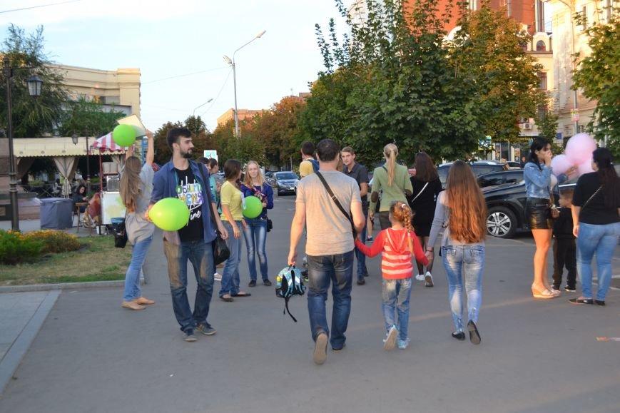 На улицах Кривого Рога предлагают обниматься всем желающим (ФОТО), фото-8