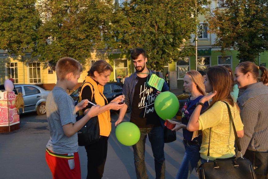 На улицах Кривого Рога предлагают обниматься всем желающим (ФОТО), фото-15