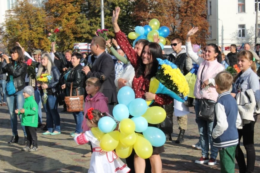 В Чернигов из зоны АТО вернулись «киборги» (фото) - фото 1