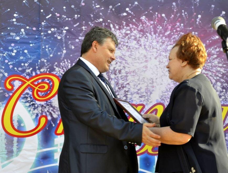 Фестиваль молодежного творчества собрал в Макеевке более 100 участников (фото) - фото 1