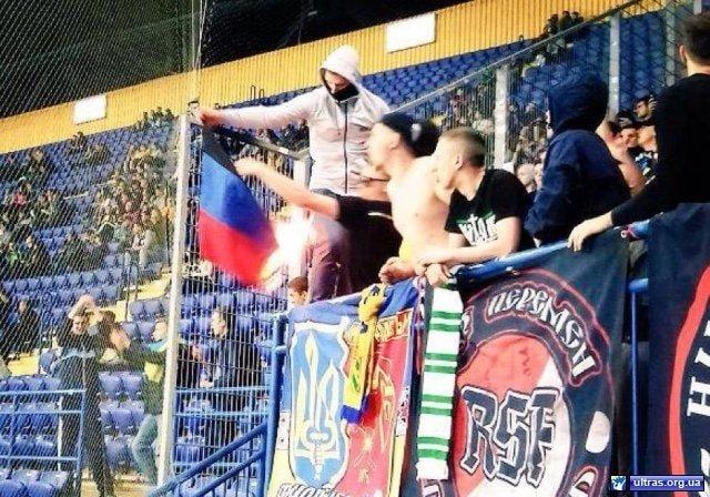 Ультрас «Шахтера» сожгли флаг «ДНР» (ФОТО) (фото) - фото 1