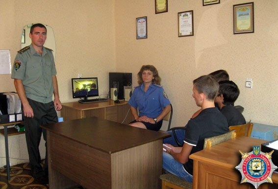 Славянские милиционеры провели прифилактическую беседу с проблемными подростками (фото) - фото 1