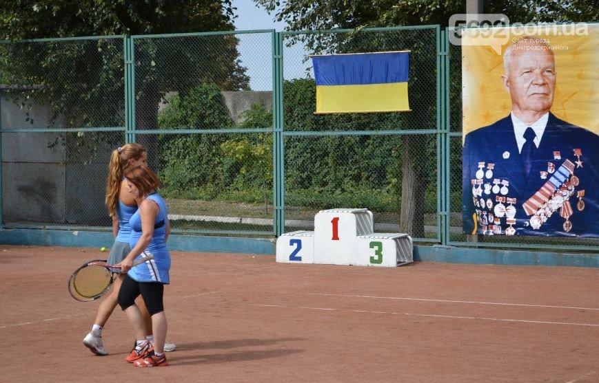 Криворожские теннисисты завоевали лидерские позиции в турнире памяти М.П. Аношкина (ФОТО) (фото) - фото 1