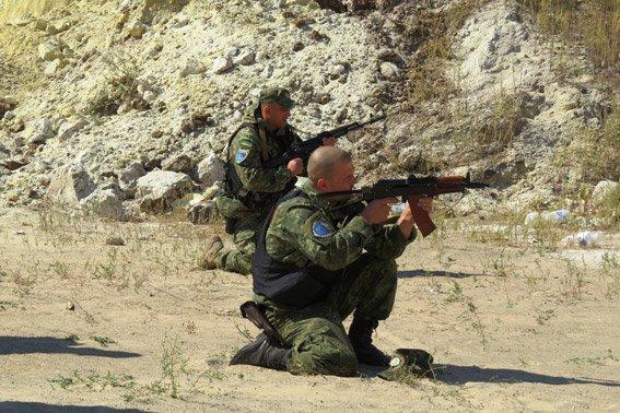 Правоохранители Красноармейска неустанно оттачивают навыки огневой подготовки (фото) - фото 1