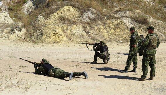 Правоохранители Красноармейска неустанно оттачивают навыки огневой подготовки (фото) - фото 3