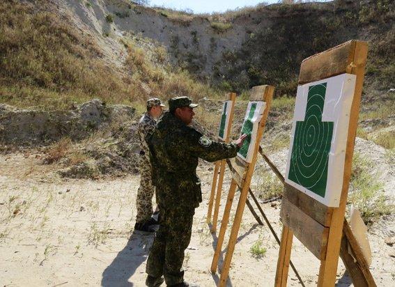 Правоохранители Красноармейска неустанно оттачивают навыки огневой подготовки (фото) - фото 4