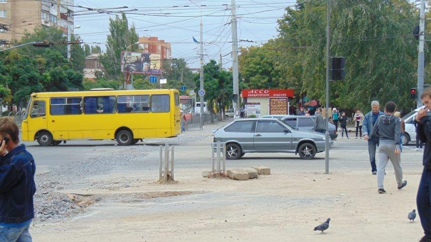 В Мариуполе восстановлено движение на проспекте Ленина (ФОТОФАКТ) (фото) - фото 1