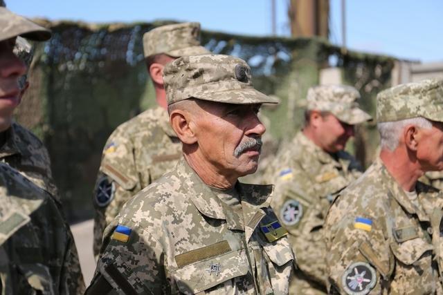 Министр обороны наградил танкистов в Краматорске (фото) - фото 3