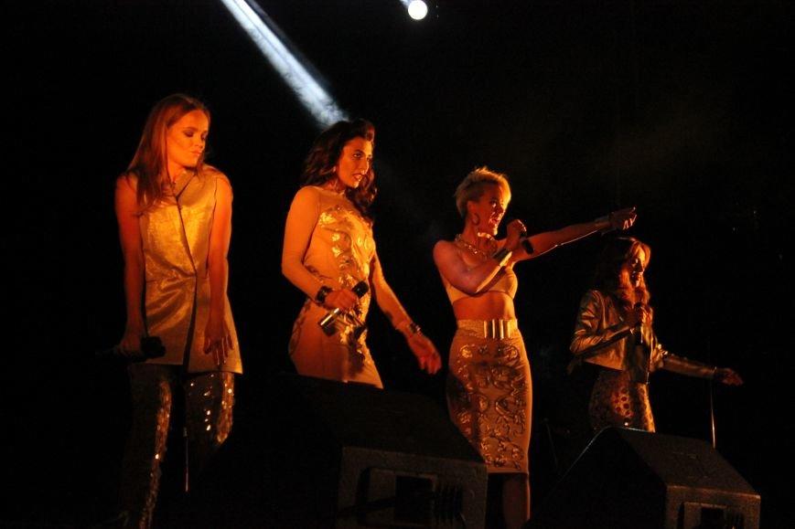 День города в Атемовске закончился удивительным шоу и большим   концертом, фото-7