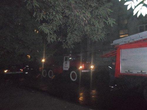 У Рівному під час нічної пожежі мало не згорів чоловік (фото) - фото 1