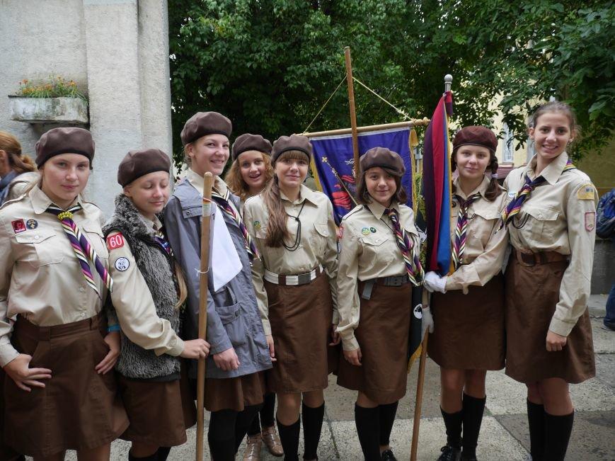 Сотні пластунів пройшли урочистим маршем у центрі Тернополя (ФОТОРЕПОРТАЖ) (фото) - фото 1