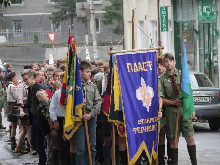 Сотні пластунів пройшли урочистим маршем у центрі Тернополя (ФОТОРЕПОРТАЖ) (фото) - фото 2
