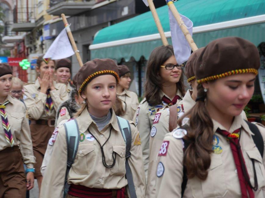 Сотні пластунів пройшли урочистим маршем у центрі Тернополя (ФОТОРЕПОРТАЖ) (фото) - фото 4