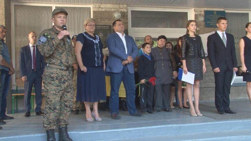 Борис Филатов открыл памятный мемориал погибшему десантнику в 37-й школе Днепропетровска, фото-1