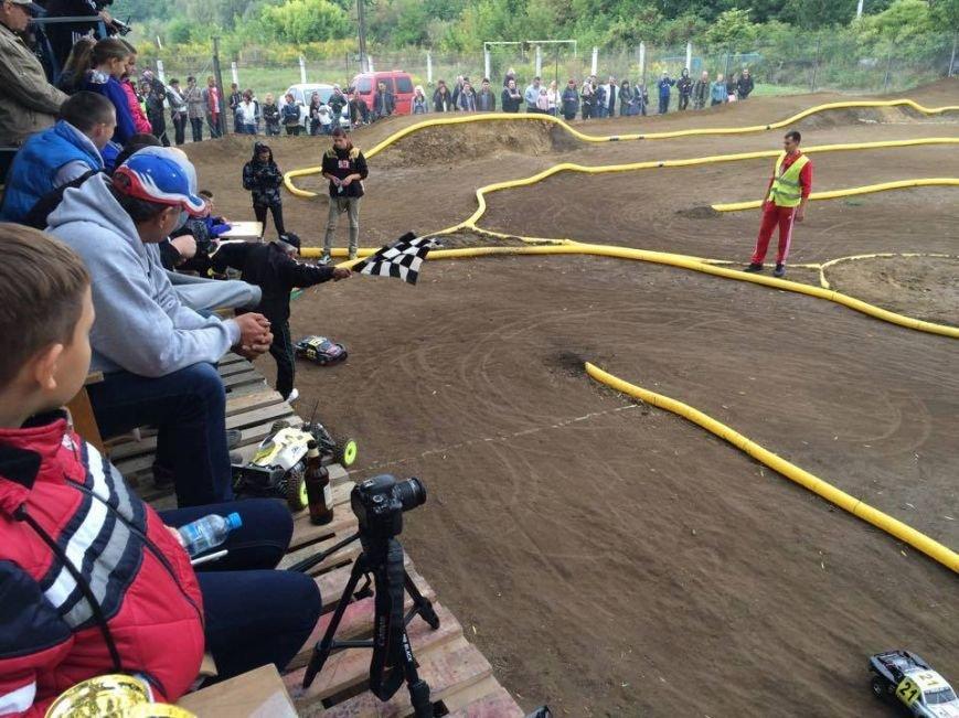 У Чернівцях з'явилася траса для автомодельного спорту, фото-2