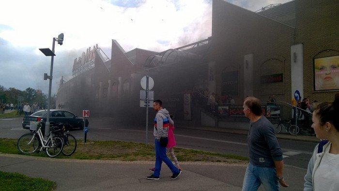 Из-за пожара в торговом центре в Белостоке эвакуировали 5 тыс покупателей (фото) - фото 2