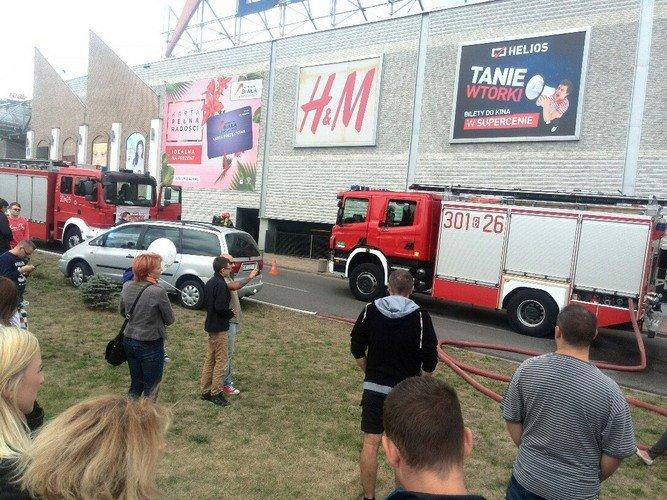 Из-за пожара в торговом центре в Белостоке эвакуировали 5 тыс покупателей (фото) - фото 8