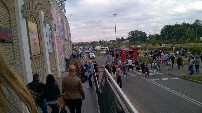 Из-за пожара в торговом центре в Белостоке эвакуировали 5 тыс покупателей (фото) - фото 4