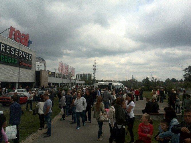 Из-за пожара в торговом центре в Белостоке эвакуировали 5 тыс покупателей (фото) - фото 5