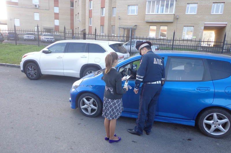 Юные инспекторы дорожного движения города Пушкин объяснили водителям, как правильно перевозить детей (фото) - фото 1