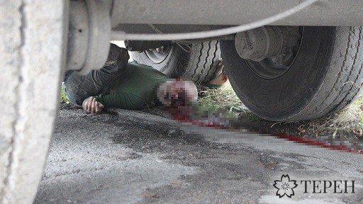 На Тернопільщині вантажівка розчавила водія (фото 18+) (фото) - фото 1
