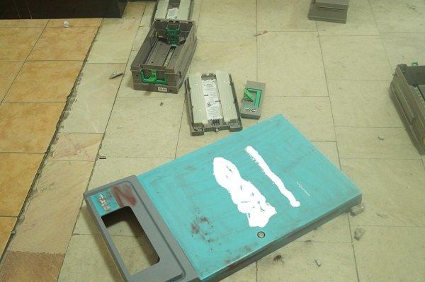Ограбление в Таврической академии КФУ: неизвестные взломали три банкомата и скрылись с деньгами (ФОТО) (фото) - фото 2