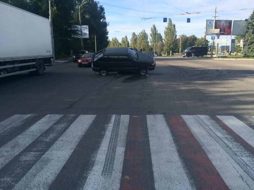 ДТП в Днепропетровске: столкнулись ВАЗ и ИЖ (ФОТО) (фото) - фото 5