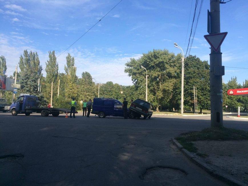 ДТП в Днепропетровске: столкнулись ВАЗ и ИЖ (ФОТО) (фото) - фото 3