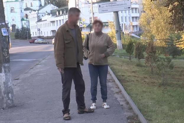 В Сумах пьяницы с корнями вырвали две туи в сквере Чернобыльцев (ФОТО) (фото) - фото 1