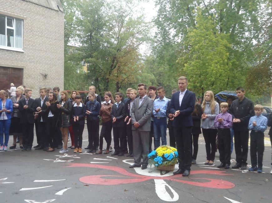 Герои не умирают: в Димитрове увековечили память воина АТО мемориальной доской (фото) - фото 1
