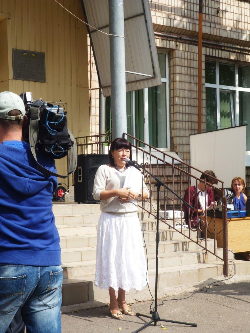 Родители учащихся в школе, которую пытаются закрыть, не давали возможности заместителю мэра искажать факты (ФОТО) (фото) - фото 1