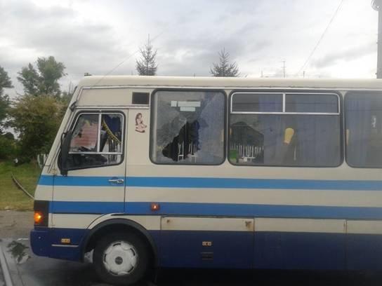 Двое пьяных киевлян напали на пассажирский автобус в Борисполе (ФОТО) (фото) - фото 1
