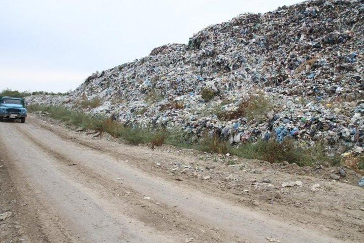 Купи сміття на рибненському сміттєзвалищі сягають висоти п'ятиповерхівки. Фото (фото) - фото 1