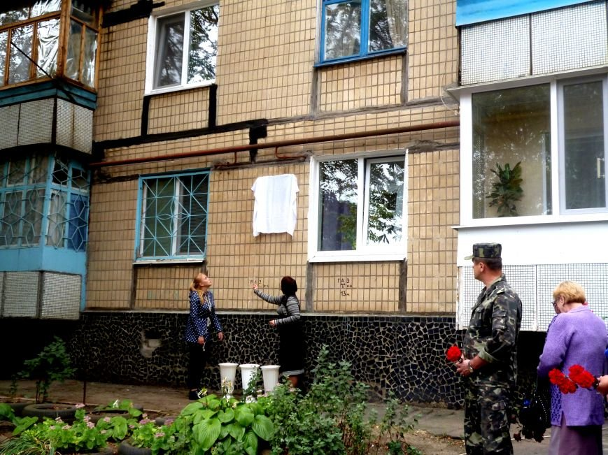 В Кривом Роге увековечили память о Сергее Козыре, погибшему в зоне АТО, прикрыв собой боевого товарища (ФОТО) (фото) - фото 1