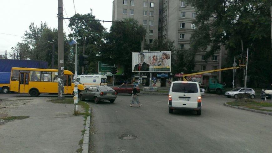 ДТП в Днепропетровске: «ДАФ» насмерть сбил женщину (ФОТО) (фото) - фото 4
