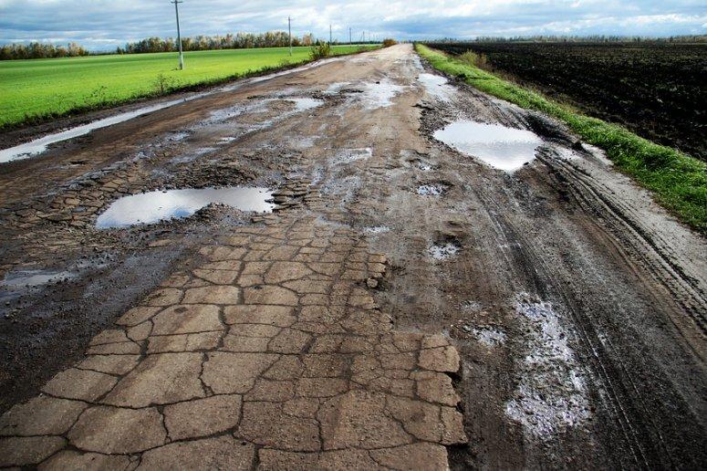 Дорога на Тернопільщині через кілька місяців після ремонту знову у руїнах (фото) (фото) - фото 1