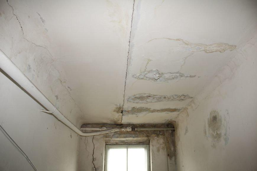 В Днепродзержинске жильцы дома с трещиной по-прежнему ожидают ремонта (фото) - фото 5