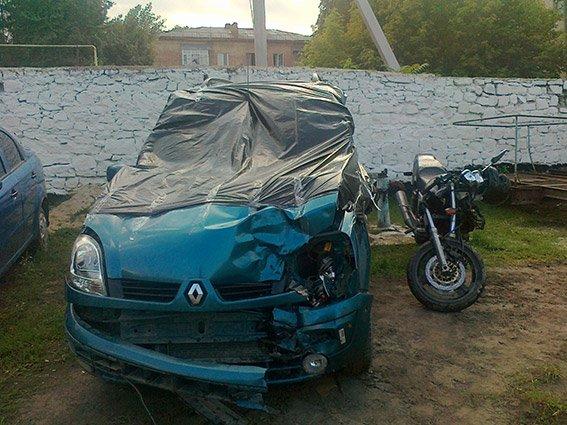 ДТП на Вінниччині: мотоцикліст який врізався в автомобіль «Renault Kangoo» отримав переломи кісток ніг та закриту черепно-мозкову травму (фото) - фото 2