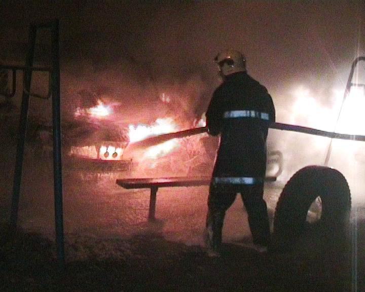 В Сумах на Черепина сгорело два авто (ФОТО) (фото) - фото 1