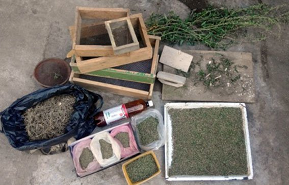 На Полтавщині 77-річний чоловік зберігав близько двох кілограмів наркотиків (фото) - фото 1
