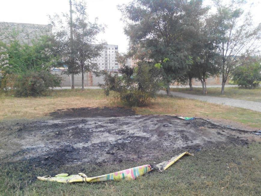 Ночной поджог в Кривом Роге, или кому мешал батут (ФОТОФАКТ) (фото) - фото 1