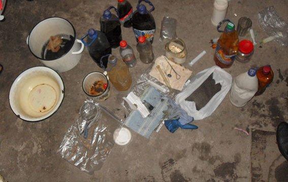 На Полтавщині подружжя займалося виготовленням психотропного наркотику (фото) - фото 2