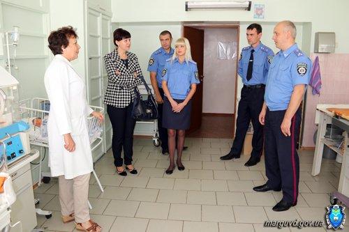 Мариупольские милиционеры обеспечили памперсами брошенных детей (ФОТО), фото-3
