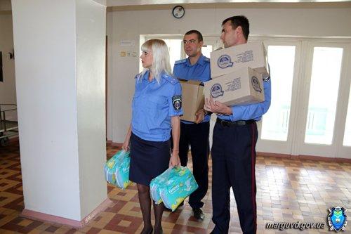 Мариупольские милиционеры обеспечили памперсами брошенных детей (ФОТО), фото-7