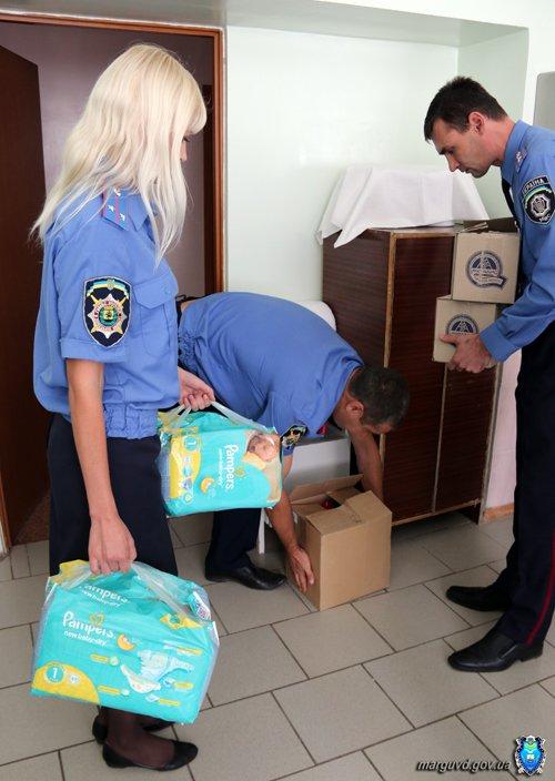 Мариупольские милиционеры обеспечили памперсами брошенных детей (ФОТО), фото-4